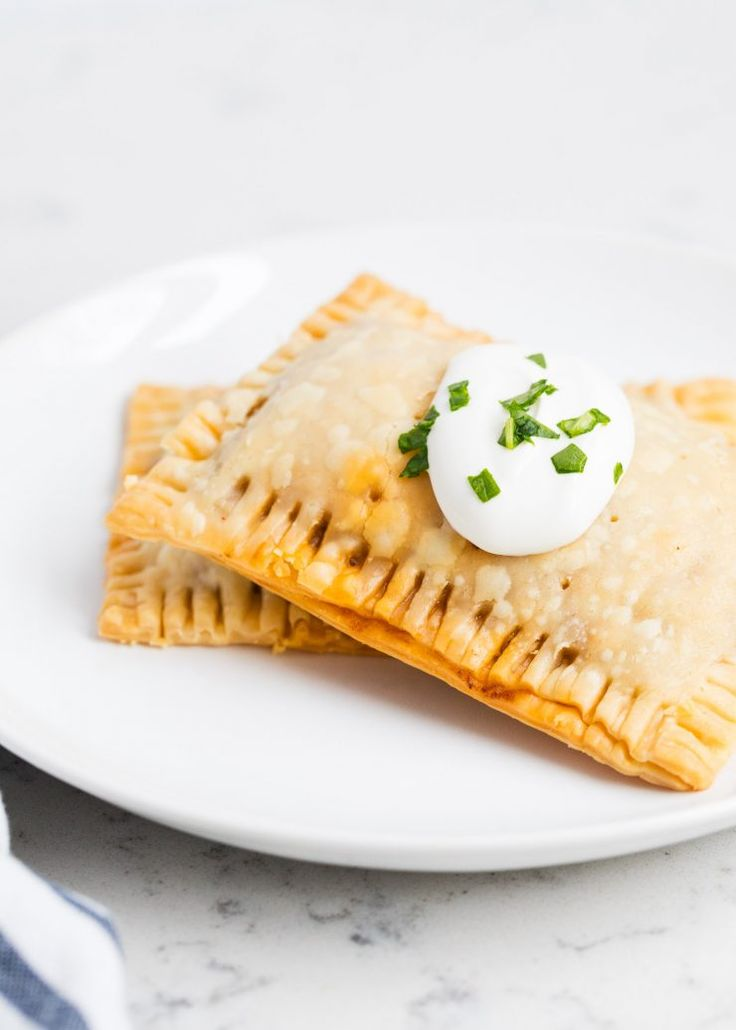 Taco pop tarts AKA mini taco pies are one of my families favorite! The flaky crust, seasoned taco meat, colby jack cheese and fresh salsa give these such amazing flavor! @oldelpaso #freshestbloggers #partner