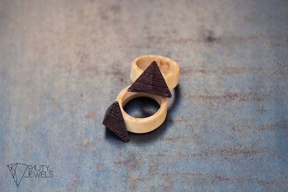 anelli in legno con combinazione di varie essenze di Pautyjewels, €15.00