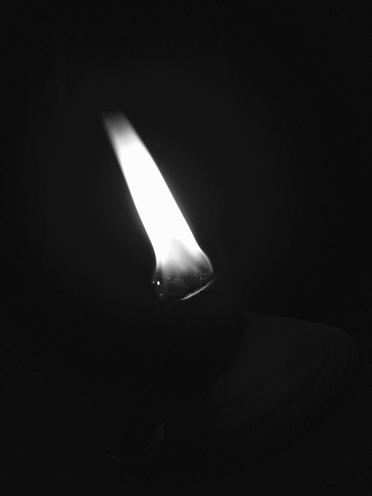 Flame - Noir filter / tilted left
