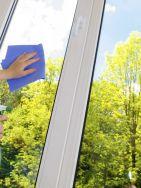 Nettoyant Vitre : http://www.idealsurface.net/produits/nettoyant-concentre-pour-le-lavage-des-vitres-ids-pro-vitre-2/