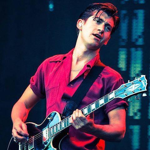 riotvanarg/2016/11/10 15:56:02/Ya estamos ahí, amigxs! Mañana 23:45 hs anunciate en la puerta de @liverpoolbarpalermo para escuchar las mejores canciones de #arcticmonkeys en vivo 🤘  #riotvan #riotvanarg #cover #covers #tribute #live #alexturner #buenosaires #palermo #argentina #sheffield #indie #rock #guitar