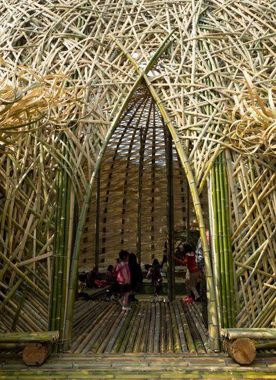 アート作品の中で寝転んでみる。瀬戸内国際芸術祭・小豆島の大きな竹のアート