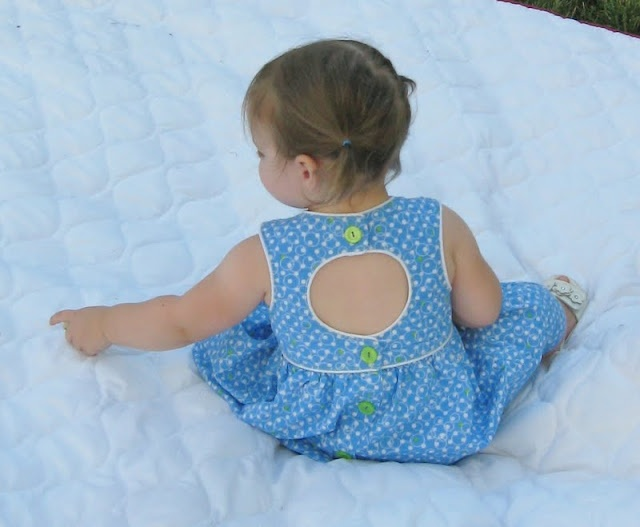 Sugar Tart Crafts: Making a Keyhole PatternDresses Tutorials, Sugar Tarts, Sewing Clothing, Baby Sewing, Tarts Crafts, Baby Girls, Whimsy Facebook, Keyhole Pattern, Keyhole Dresses