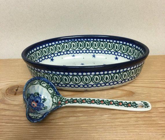 Boleslawiec Traditional Dark Blue and Green Design Oval
