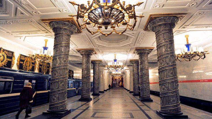 Estación de metro, San Petersburgo, Rusia
