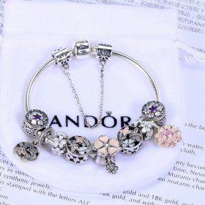 Bransoletka Pandora Apart  [Pandora Promocje]Bransoletka Pandora14  [Pandora Promocje]Bransoletka Pandora14 w atrakcyjnych cenach – odkryj nową kolekcję złotych, srebrnych i skórzanych bransoletek – celebruj swoją kobiecość z biżuterią Pandora.  1092 zł 46% zniżki  Kliknij: http://www.xn--pandorabiuteria-qkd.com/bransoletka-pandora-apart.html