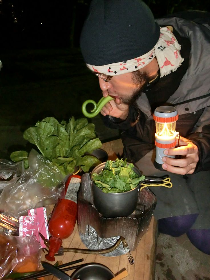 camp cooking with lizard man