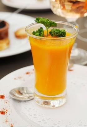 Soupe de carottes, potiron, lait de coco et curry