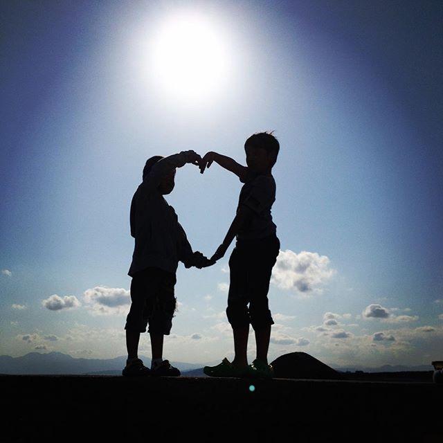 【chiharunomuri】さんのInstagramをピンしています。 《突然昨日買い物してら言う→「サッカー選手になって10億稼いで親に5億あげる」10歳リムの夢らしい。俺はサッカー選手になりたいわけじゃないって言ってた子が?笑大きい夢を語るね〜(大夢と書いてリム)流石です。つか金?笑  #サッカー少年#少年サッカー#サッカー#夢#1/2成人式#10歳  中学生になったらテニスかバスケやるって言うだろうね〜😜笑笑#飽き性#気分屋#自由人 それで良い。  #写真#影遊び#海#湘南#釣り#何年前》