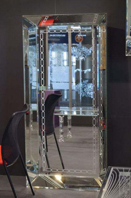 SZKLO-LUX Jaroslaw Fronczak | SPIEGEL Mi-06 - Die Spiegel gelten seit Jahren als ein hochgeschätztes Element der Innenausstattung, sie heben das Aussehen von Badezimmern hervor, geben jedem Raum eine ganz individuelle Note und schaffen eine einzigartige Stimmung. Die Firma Szkło-Lux bietet eine umfangreiche Auswahl an Wandspiegeln mit einer innerhalb von Spiegel befindlichen Gravur, die in der 3D-Technologie im Glas lasergraviert ist.