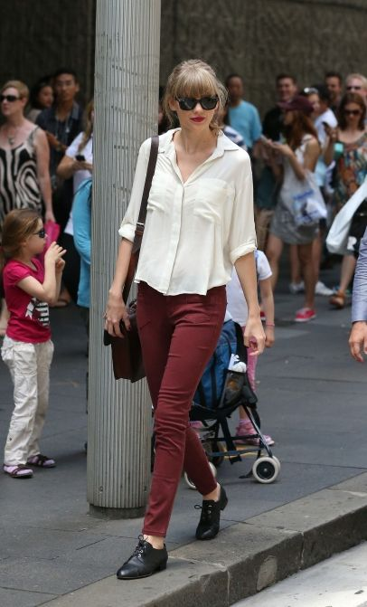 Taylor Swift shopping in Sydney. 11-24-2012