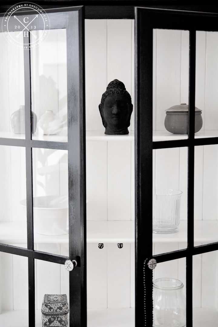 Good Black and white painted cabinet