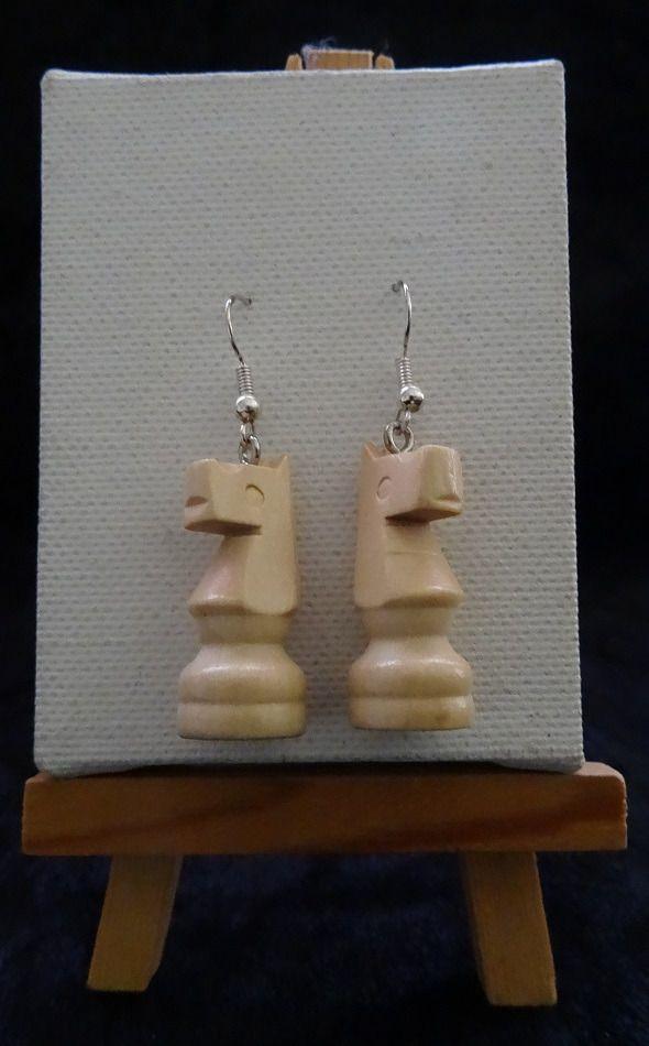 Boucle d'oreille pièce echec bois blanc : Autres accessoires bijoux par 4-nutty-addict