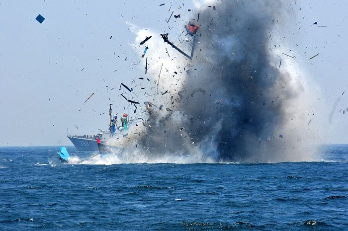 <strong>Kalimantan, Indonesia </strong>The<strong> </strong>Indonesian Navy blows up a foreign fishing vessel caught fishing illegally in Indonesian waters. According to media reports, Indonesia has sunk foreign boats across the country as part of an ongoing push to stop illegal fishing and marking the 70th independence day celebrations