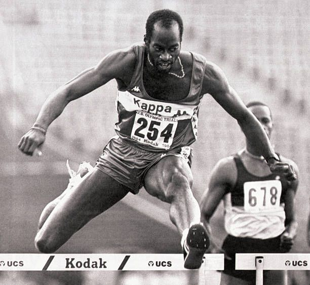 Los Angeles, CA- Edwin Moses gets across the last hurdle ...