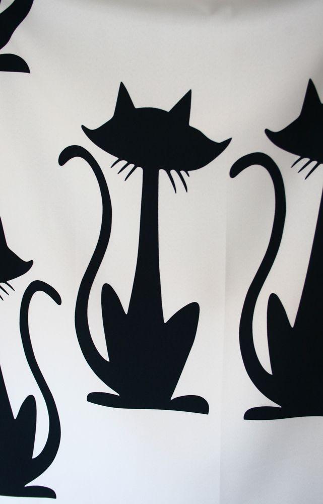 Tkanina miękka i przyjemna w dotyku o bardzo ciekawym wzorze w kształcie kotów.