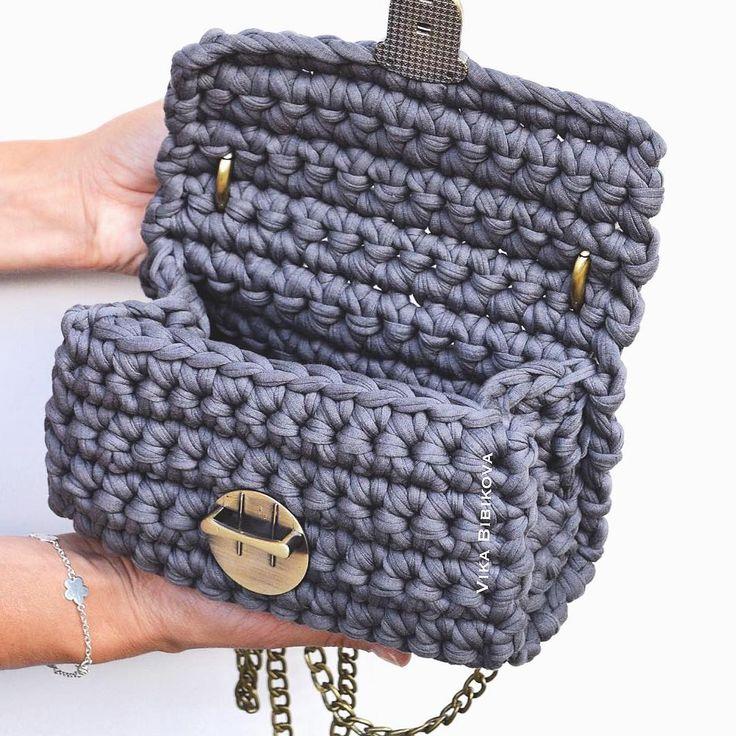 А мы со съемки вернулись и смотрим фото осень/зима  Сумочки Мега суперр крутые  #i_loveknitting #люблюсвоюработу #vika_bibikova #knitting #вяжутнетолькобабушки #сумка #кроссбоди #сумкакроссбоди