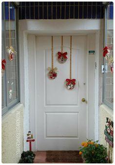 Con telas de motivos navideños y bastidores de bordar podemos crear una preciosa decoración navideña.                                                                                                                                                                                 Más