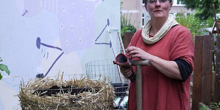 Verena Bartoniczek ist auf das Wachstum der Kartoffeln im Turm gespannt.