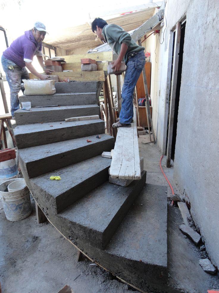 Las 25 mejores ideas sobre escalera helicoidal en for Pisos para escaleras de concreto