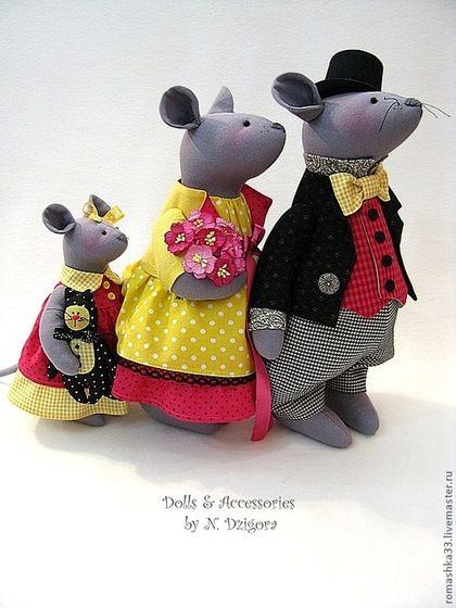 Animais de brinquedo, feito à mão.  Mestres Fair - handmade família feliz…