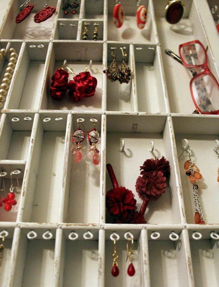 Jewelry display: Booths Display, Ideas Jewelry, Eye Hooks, Jewelry Displays, Display Ideas, Jewelry Ideas, Jewelry Organizations, Printer Drawers, Jewellery Display