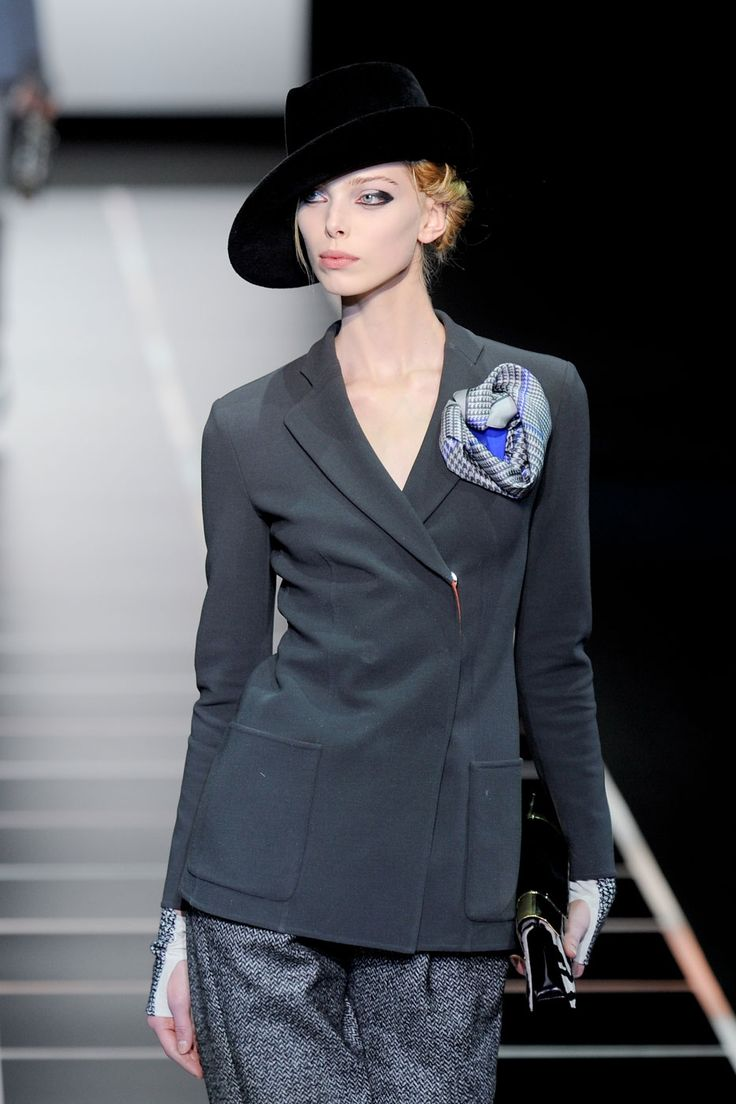 Heading out hatted > photo 1859425 > fashion picture