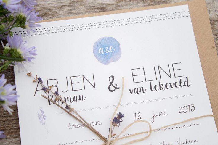 Trouwkaart Arjen & Eline - Italiaanse bruiloft - ontwerp door Leesign #leesign #italianwedding #trouwkaart #lavendel #lavender #lila #paars #weddingannouncement #paperie #stationary #kraft #logo #trouwlogo #weddinglogo