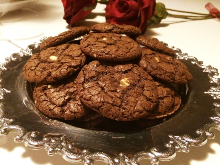 Glutenfria triple chocolate chip cookies
