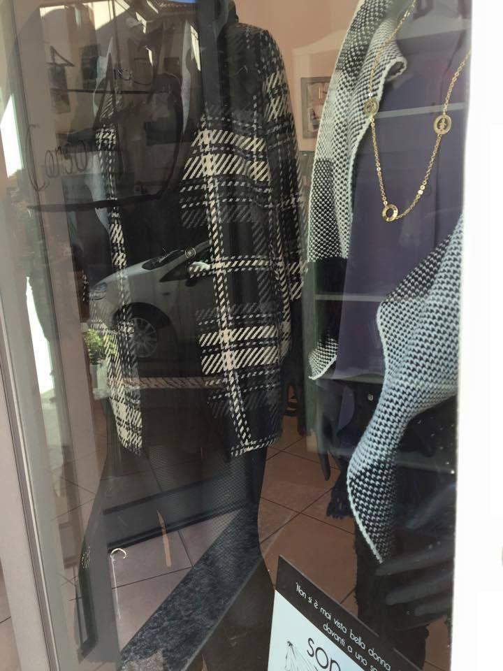 Da Corso 43 ad Arona i manichini in vetrina indossano le collane #birikini della linea #wonder! #sonobirikina #birikinidonna #rivenditoribirikini