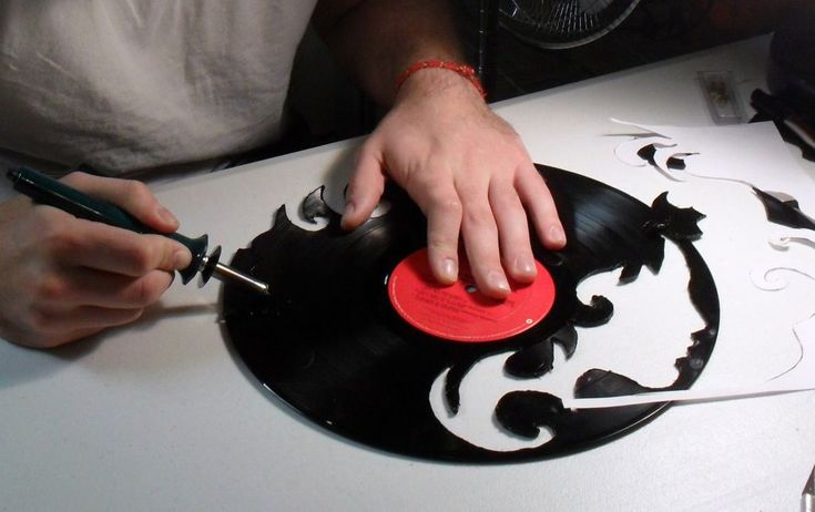 How to Make a Custom Vinyl Record Clock