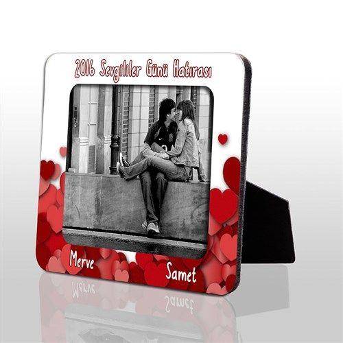 Hem dekoratif hemde romantik sevgililer günü hediyesi Sevgililer Günü Hatırası HDF Çerçeve hem üzerindeki kalplerle evinizi süsleyecek hem de resminizle mutluluğunuzu anlatacak