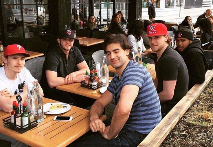 Now that's a sight we like to see here in Montreal, the Habs enjoying some well-deserved rest after kicking ass in the first round of the playoffs. Max Pacioretty, Nathan Beaulieu, Brendan Gallagher, Dustin Tokarski and Devante Smith-Pelly were chilling at the Mile Public House in Quartier DIX30 near the Canadiens' training facility