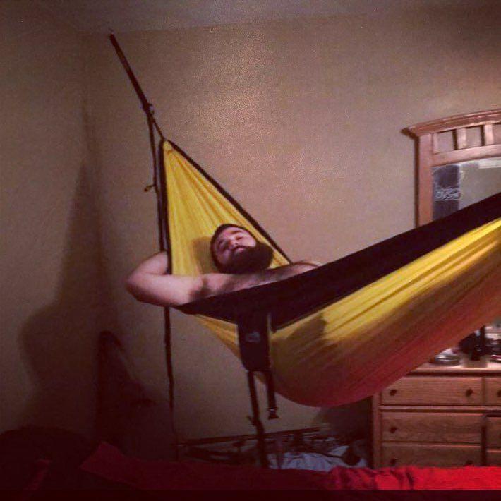 Just hanging around in the bedroom .. #hammocklife #hammock #singlenest #eno by @mikehockin
