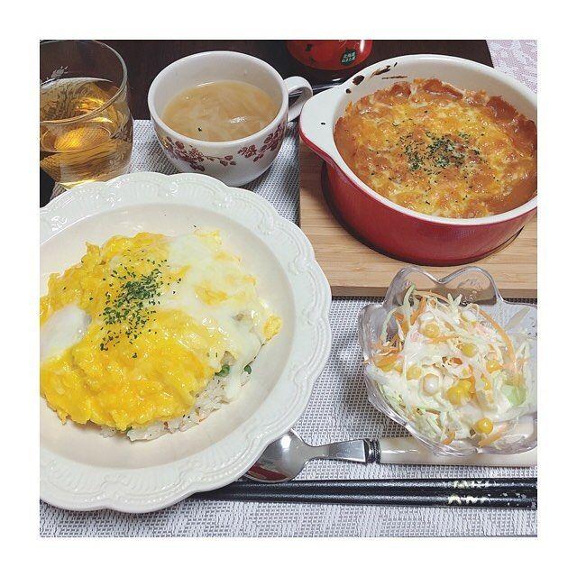 2017/01/22 21:15:56 nemupi * * ! dinner♡menu ! ▷オムライス ▷ミートソースグラタン ▷サラダ ▷オニオンスープ * 今日も家にあるものだけでごはん🍴 ふわふわオムライスに🐣✨ グラタンはバルミューダを使って💞 簡単に美味しく作れました👏 でも思ったより多くできちゃった🤔 結構苦しかったです💔笑 いつも作りすぎてしまいます… 気をつけなくっちゃ😅💦 * #今日のごはん #夕食 #おうちごはん #ふたりごはん #オムライス #グラタン #オニオンスープ #スープ #サラダ #美味しい #作りすぎた #バルミューダ #balmuda #クッキングラム #料理好きな人と繋がりたい #同棲