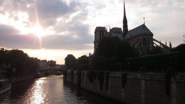 Seine River. notre dame. Paris. Sunset