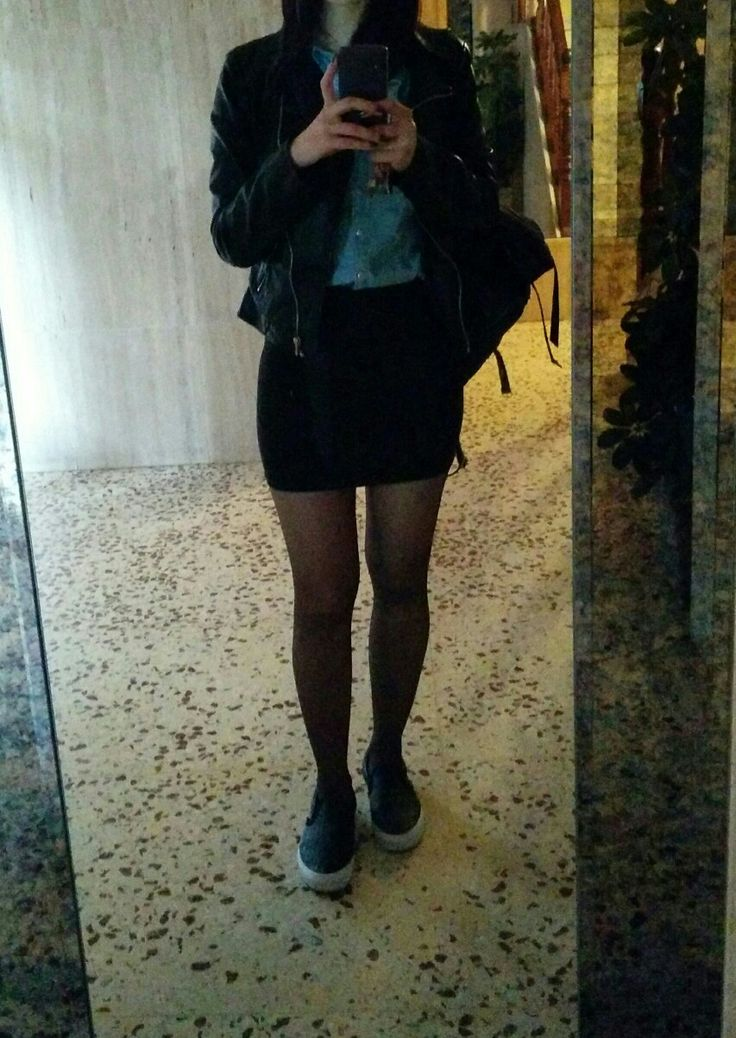 My Vans black outfit for a cloudy day. #vans #outfit #black #vansoriginal #blackvans #slippers #miniskirt #blackoutfit