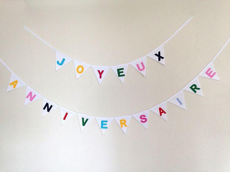 Guirlande Joyeux Anniversaire de mini fanions blancs et lettres de différentes couleurs : Décoration pour enfants par la-fee-brochette