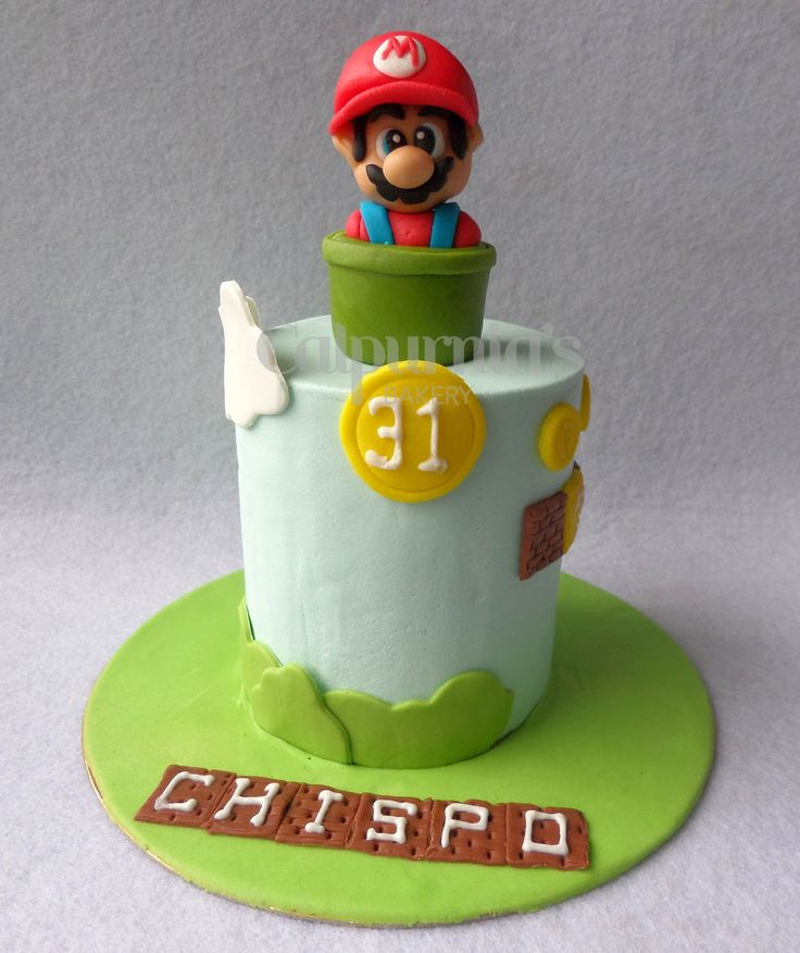 Mario Bros fondant cake