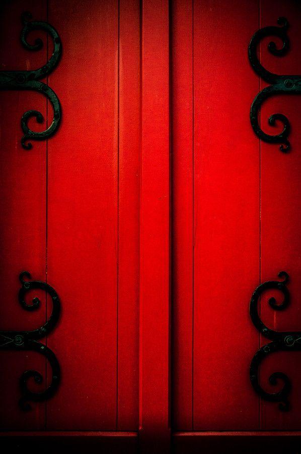 The red door by Demangel Eric on 500px