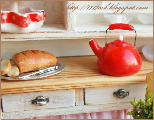 The little red kettle  Miniature  one inch scale, dollhouse 1/12, twelve. $8.50, via Etsy.