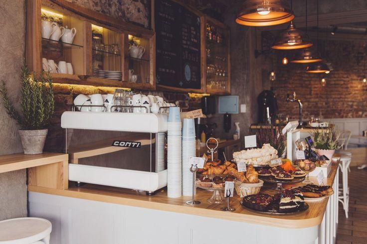 #Kawiarnia Bułkę Przez Bibułkę, ul. Zgoda 3, #Warszawa. Godz. otwarcia: pon-pt 7.30-23, sob. 9-23, nd. 9-22. Z #KofiUp wypijesz tu: #Americano, #Espresso, #Kakao, #CafeAuLait, #Cappuccino, #Czekolada, #EspressoDoppio, #Latte