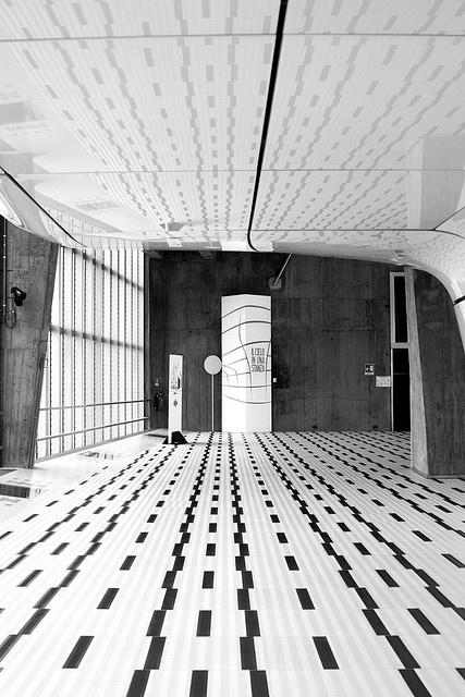 .Thu Bridges, Floors Pattern, Design Floors, Black And White, Architecture Interiors, Interiors Design, Black White, Floors Design, White Interiors