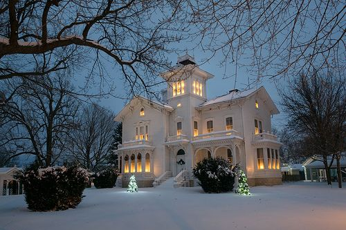.: Victorian House, Old Fashion Christmas, Christmas House, Winter Wonderland, Dreams House, Victorian Style Home, White Christmas, White House