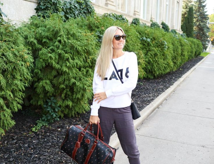 Comfy Travel Outfit | www.carlivh.com