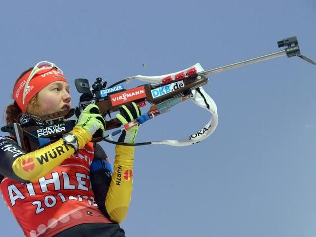 Laura Dahlmeier beim Schießen.