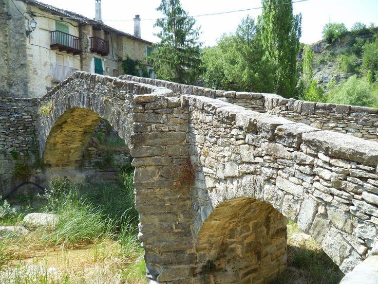 Publicamos el puente medieval de Montañana. #historia #turismo http://www.rutasconhistoria.es/loc/puente-medieval-de-montanana