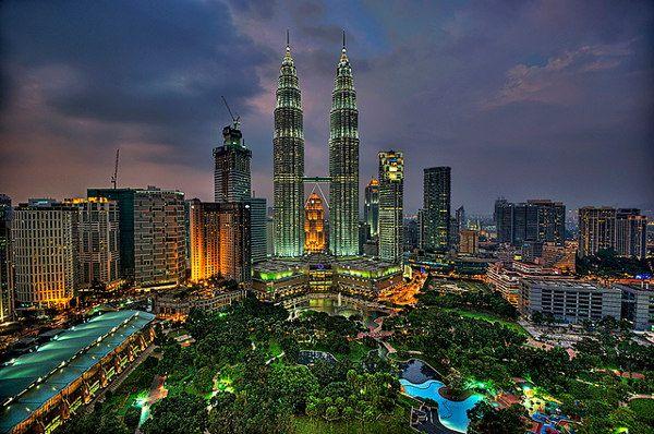 De skyline van Kuala Lumpur #KL #Maleisië (foto: Alex Hanoko)  http://www.zuidoostaziemagazine.com/de-belangrijkste-bezienswaardigheden-van-maleisie