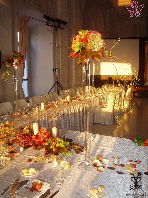Banchetto d'Autunno in Navata @CastleOfAngels Fiori e foglie decorano la tavola, colori caldi che ricordano la vendemmia dei Vigneti Castello degli Angeli #Barbariccia #Restaurant #Banqueting #Arancione #orange #Autunno #Autumn #Wine #Colour