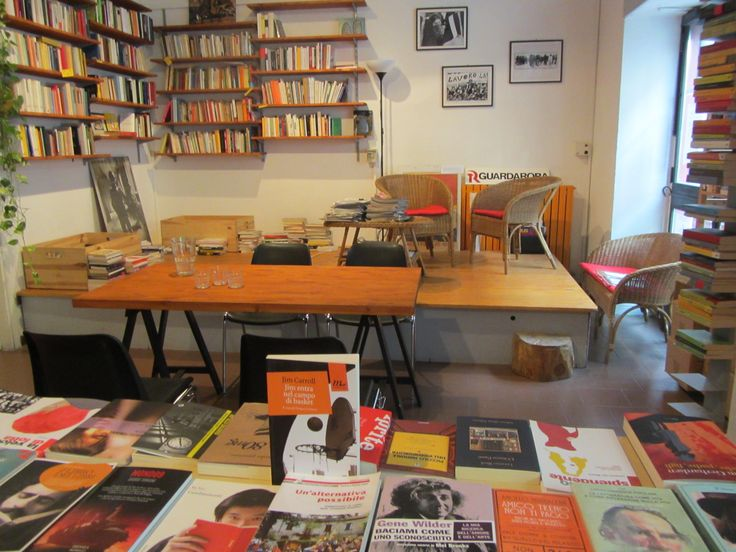 La libreria Les Mots di Milano. http://www.librerialesmots.it/